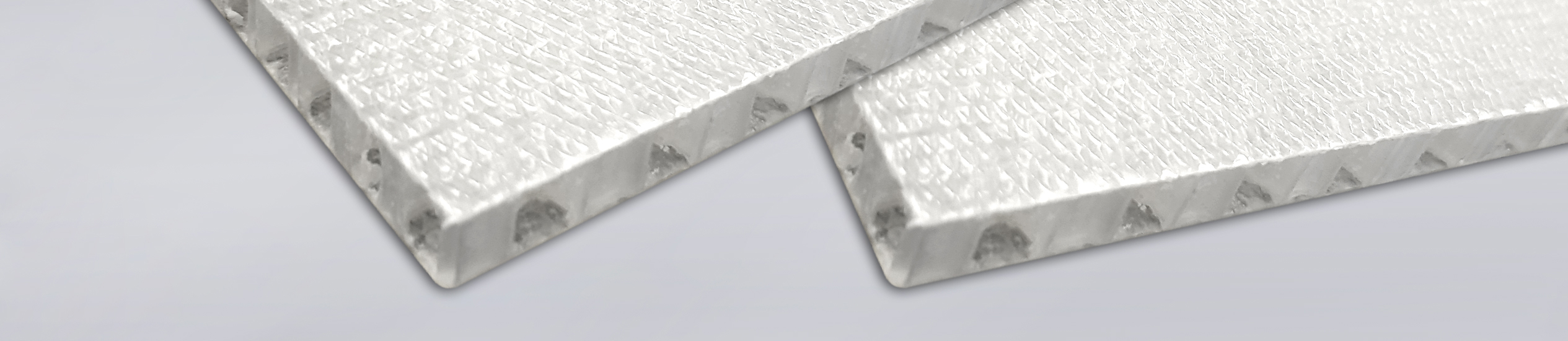 Clearstep  is a lightweight sandwich panel with a core in polypropylene with glass fiber reinforced with epoxy resin.