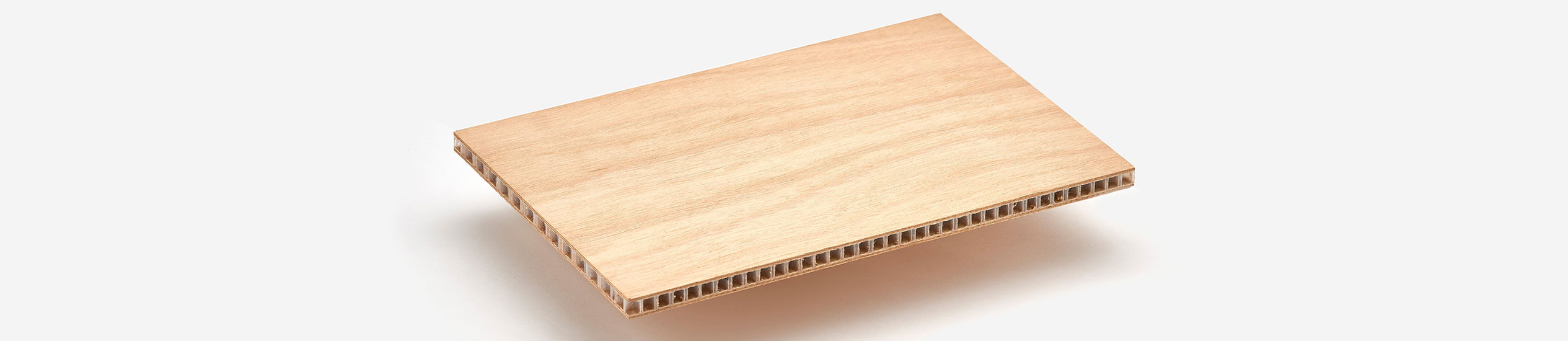COMPOCEL® WP​ is a sandwich panel with a polypropylene honeycomb core and skins in plywood.